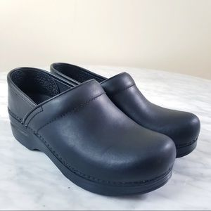 Dansko Shoes - DANSKO Professional Cabrio Nubuck Leather Clogs